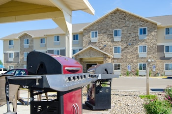 My Place Hotel - Dickinson, ND - BBQ/Picnic Area  - #0