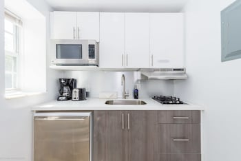 Deluxe Studio, 1 King Bed, Accessible, Kitchen
