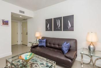 Suite, 3 Bedrooms, 2 Bathrooms