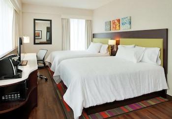 Room, 2 Queen Beds, Non Smoking, Corner