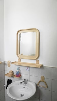 Marcosas Cottage Resort Cebu Bathroom Sink