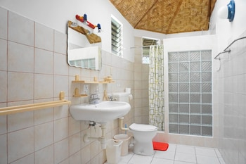 Marcosas Cottage Resort Cebu Bathroom
