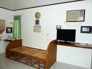 Marcosas Cottage Resort Cebu Guestroom
