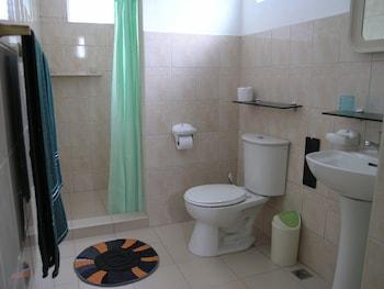 Marcosas Cottage Resort Cebu Bathroom