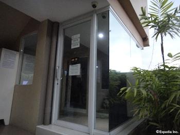Grand Apartelle Cebu Hotel Entrance