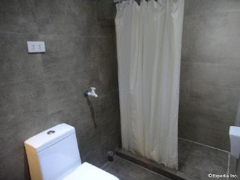Grand Apartelle Cebu Bathroom