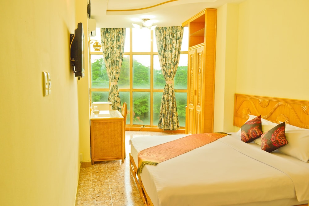 エバーグリーン ホテル (万年青酒店)