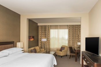 Junior Suite, 1 Bedroom, Pool View