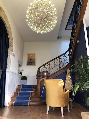 Hotelo, Rhône