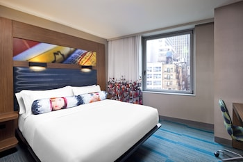 Guestroom at Aloft Manhattan Downtown - Financial District in New York