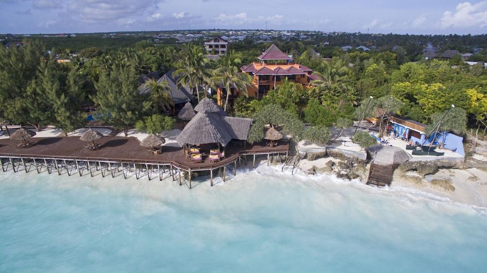 Enjoyable Mnarani Beach Cottages Qantas Hotels Download Free Architecture Designs Rallybritishbridgeorg
