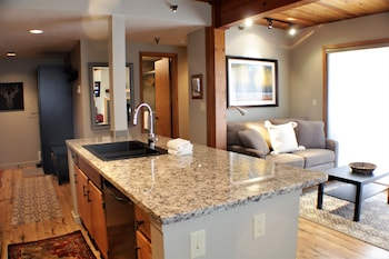Hotel - The Wood Creek Lodge by Crested Butte Lodging