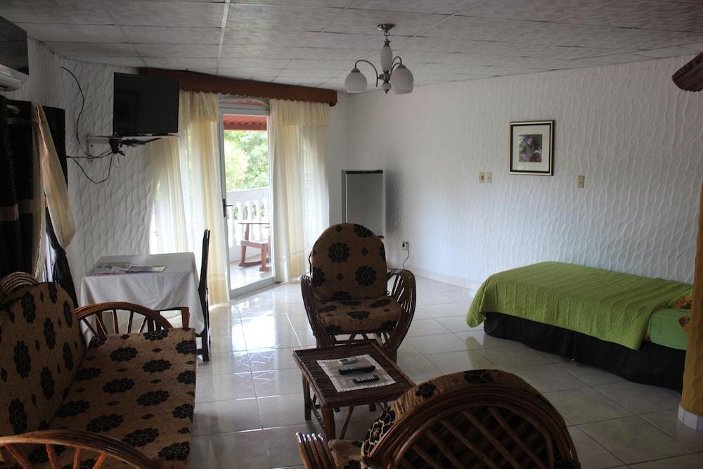 https://i.travelapi.com/hotels/10000000/9410000/9403100/9403036/10d1c68c_z.jpg