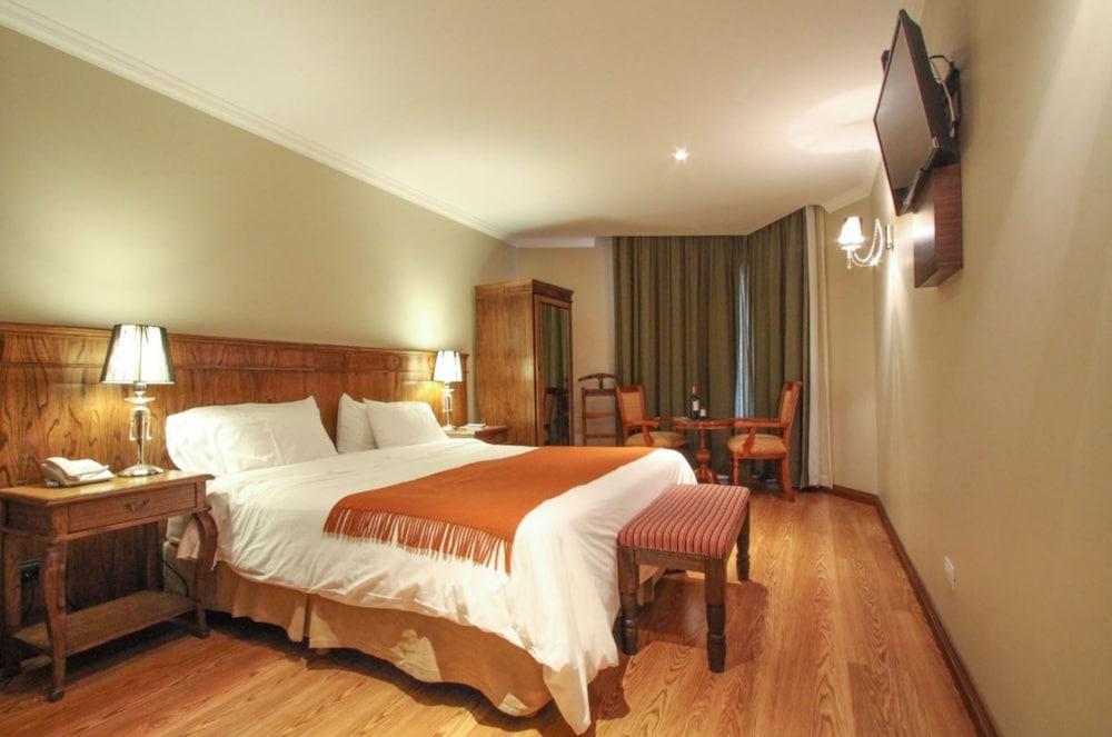 https://i.travelapi.com/hotels/10000000/9420000/9414700/9414639/0b04e302_z.jpg