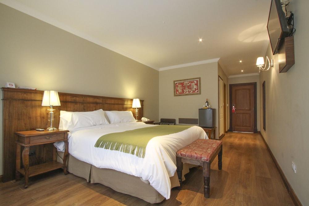 https://i.travelapi.com/hotels/10000000/9420000/9414700/9414639/280bab3e_z.jpg