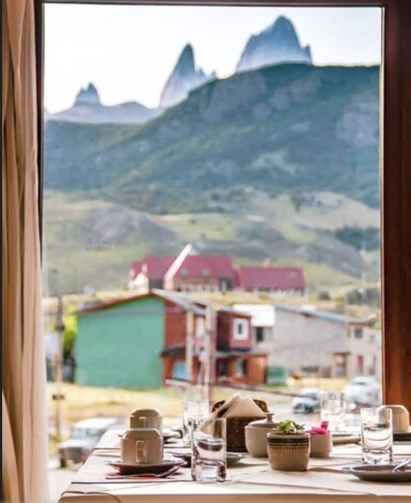 https://i.travelapi.com/hotels/10000000/9420000/9414700/9414639/9e133abe_z.jpg