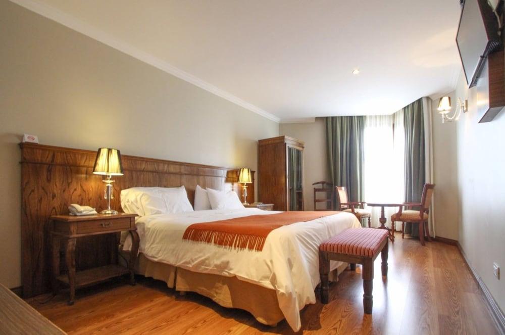 https://i.travelapi.com/hotels/10000000/9420000/9414700/9414639/ba6f9c35_z.jpg