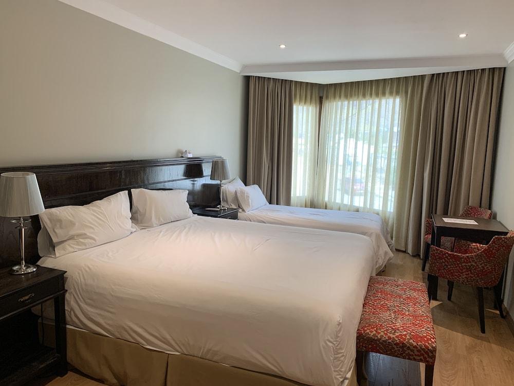 https://i.travelapi.com/hotels/10000000/9420000/9414700/9414639/cc5d2825_z.jpg