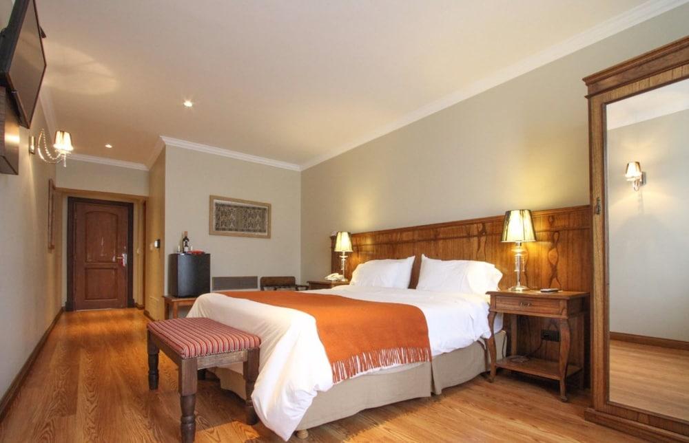 https://i.travelapi.com/hotels/10000000/9420000/9414700/9414639/d36344dc_z.jpg