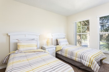 Superior Townhome, 4 Bedrooms, Patio