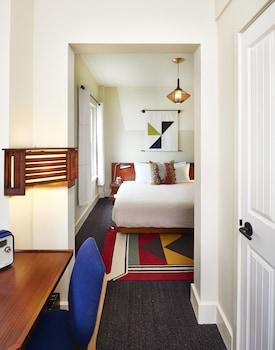 Premium King Room (Private)