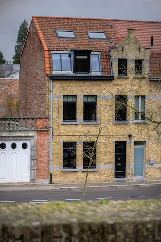 Menin Gate House, West-Vlaanderen
