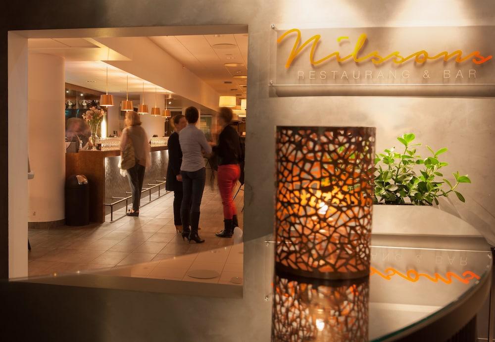 https://i.travelapi.com/hotels/10000000/9430000/9423600/9423588/76264230_z.jpg