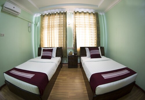Night Sweet Hotel, Mandalay