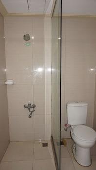 Sulit Place Quezon City Bathroom