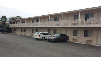 Hotel - Airport Motor Inn Lounge/Package Store