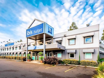 Hotel Front at ibis budget Wentworthville in South Wentworthville