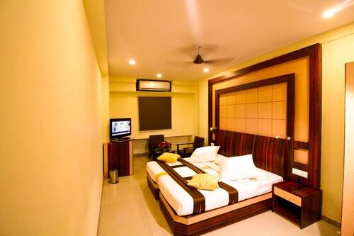 . Hotel Rishi Regency