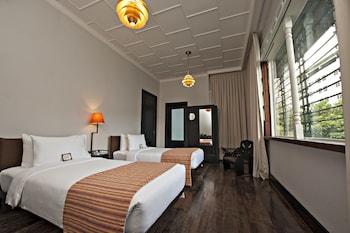 The Henry Hotel Manila Guestroom