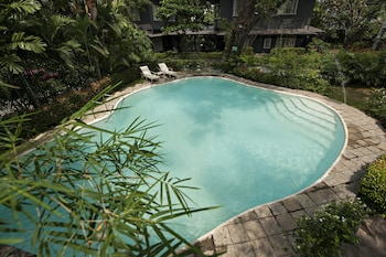 The Henry Hotel Manila Outdoor Pool