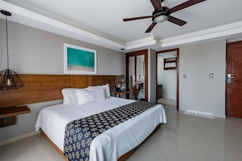 Luxury Room, 1 King Bed, Kitchenette