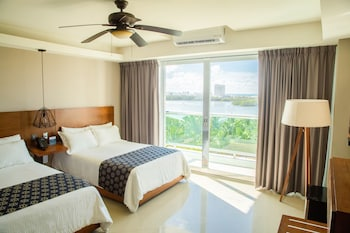 Standard Room, 2 Double Beds, Lagoon View