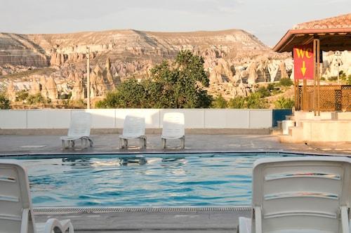 Ciner Hotel, Merkez