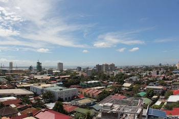 Cebu R Hotel - Mabolo Branch City View
