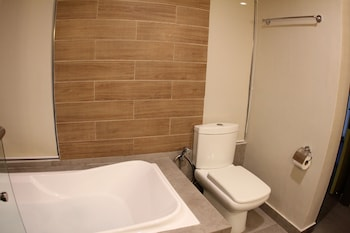 Cebu R Hotel - Mabolo Branch Bathroom