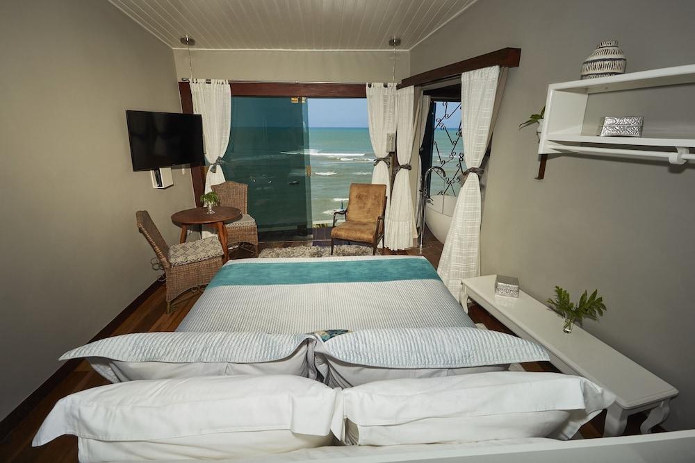 https://i.travelapi.com/hotels/10000000/9470000/9470000/9469934/79cedb8d_z.jpg