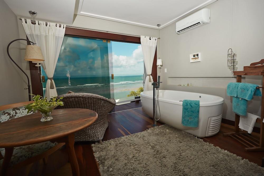 https://i.travelapi.com/hotels/10000000/9470000/9470000/9469934/8203bd8e_z.jpg