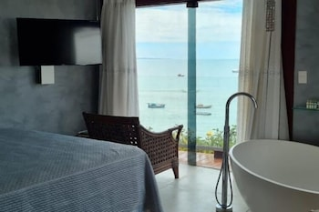 https://i.travelapi.com/hotels/10000000/9470000/9470000/9469934/aeca6bf9_b.jpg