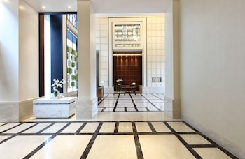 Makati Diamond Residences Lobby