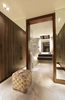 Makati Diamond Residences Bathroom