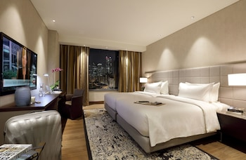 Makati Diamond Residences Guestroom