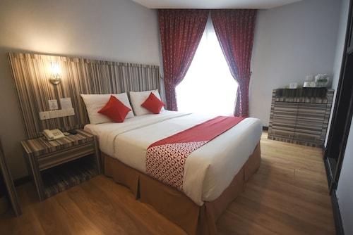 . OYO 985 Hotel Nur