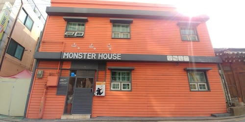 Monster Guesthouse, Seongbuk