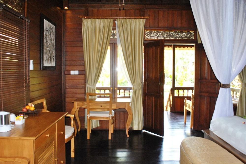 https://i.travelapi.com/hotels/10000000/9500000/9498900/9498829/30709cd6_z.jpg