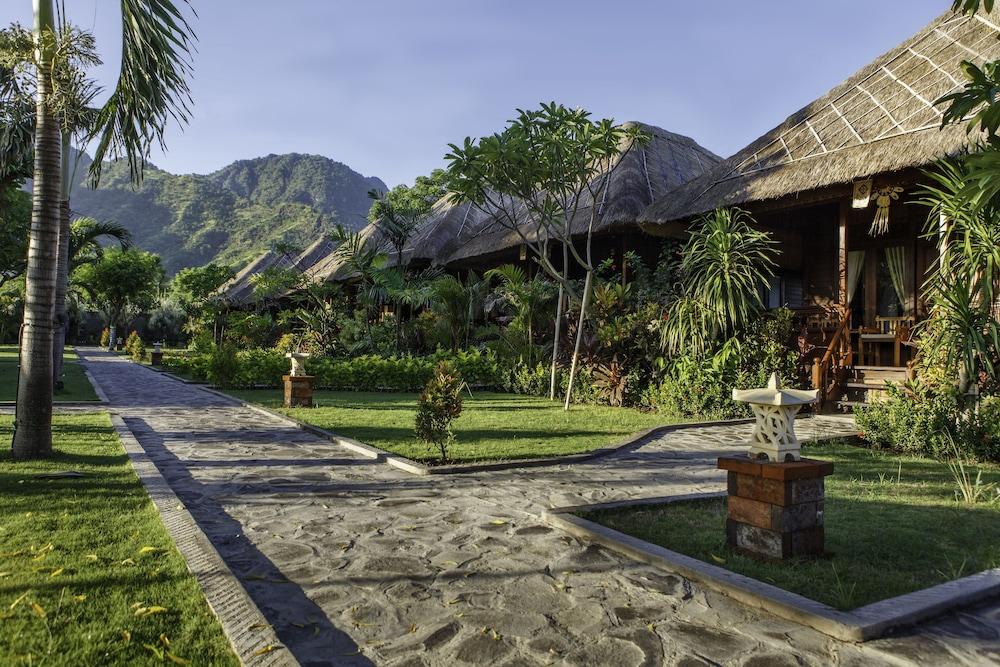 https://i.travelapi.com/hotels/10000000/9500000/9498900/9498829/3219470f_z.jpg