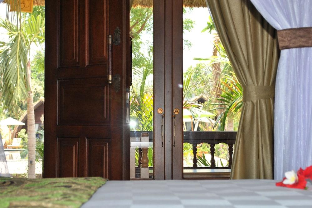 https://i.travelapi.com/hotels/10000000/9500000/9498900/9498829/3a9f9f6e_z.jpg